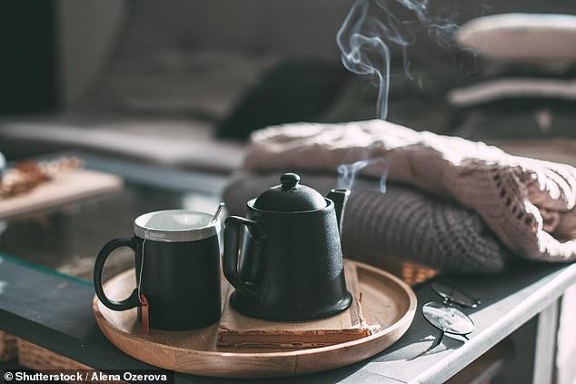 Definitivamente es hora de calentar la tetera, ya que se ha descubierto que beber una taza de té aumenta la capacidad intelectual y mejora el rendimiento en tareas creativas (imagen de archivo)