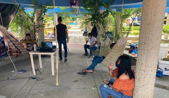 Los jóvenes huelguistas están ubicados en el parque Simón Bolívar de Riohacha, esperan sentarse prontamente a dialogar con el Gobierno Nacional.