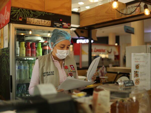 Cierran de establecimiento en centro comercial por ausencia de medidas sanitarias - Noticias de Colombia