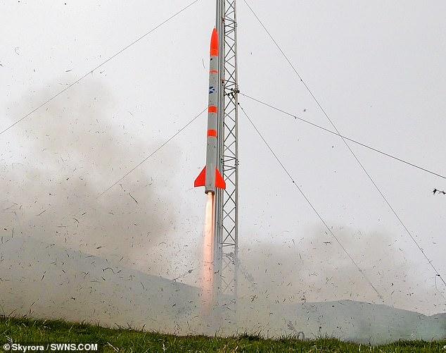 El lanzamiento del cohete Skylark Nano de dos metros en junio, que alcanzó una altitud de seis kilómetros, desde el continente de las Shetland.