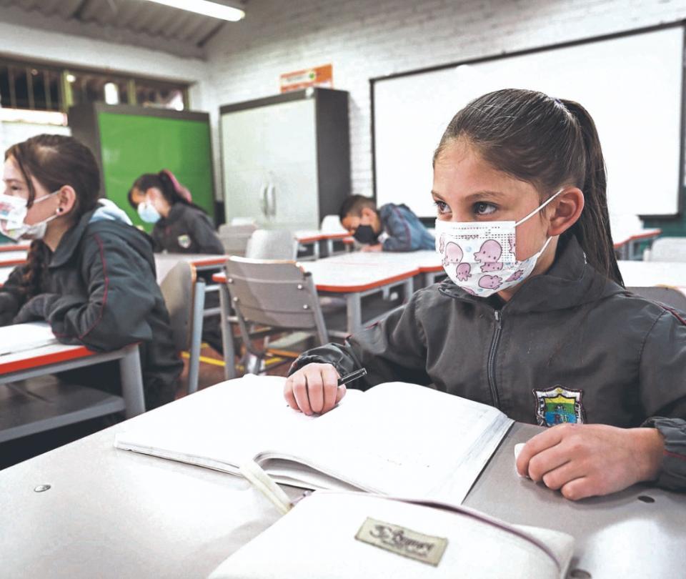 Faltan 2'898.352 estudiantes por regresar a los colegios públicos | Economía