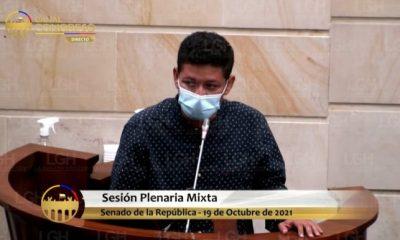 Instante cuando el joven guajiro Luis Fernando Lobo se dirigía a los congresistas en la plenaria del senado de la República.