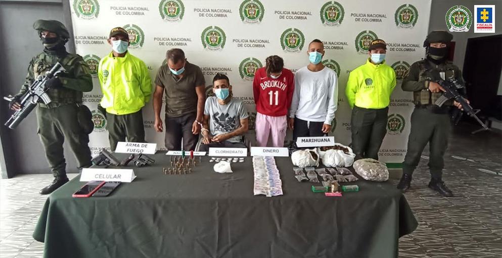 Judicializados cuatro presuntos implicados en tráfico de estupefacientes y de armas de fuego - Noticias de Colombia