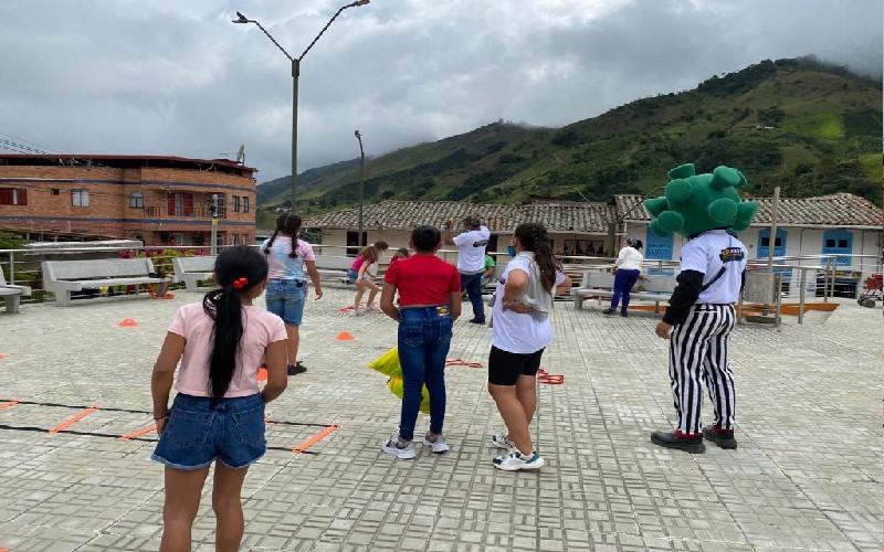 Más de 1.000 personas asistieron a la feria Cuidarte, realizada por Minera El Roble. - Noticias de Colombia