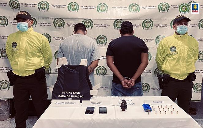 Medidas de aseguramiento a dos hombres por porte de armas de uso privativo de las fuerzas armadas en Leticia (Amazonas) - Noticias de Colombia