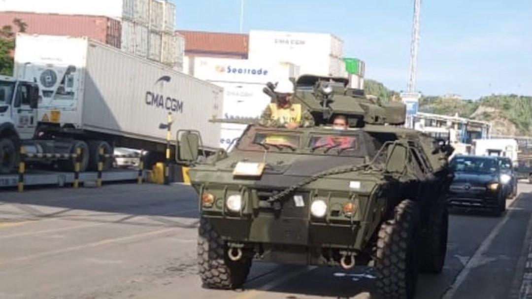 Puerto Santa Marta recibe 20 vehículos blindados para el Ejército Nacional - Noticias de Colombia