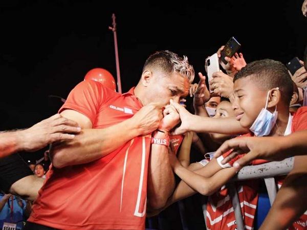 """Teo y """"su amor"""" por Junior, fueron a la apertura de la Ventana de Campeones pero ya regresaron a Cali - Noticias de Colombia"""