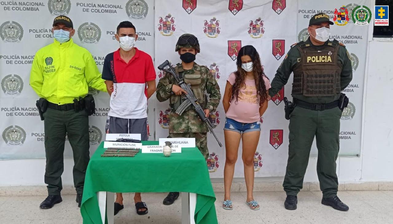 Una pareja fue judicializada por transportar armas y estupefacientes - Noticias de Colombia