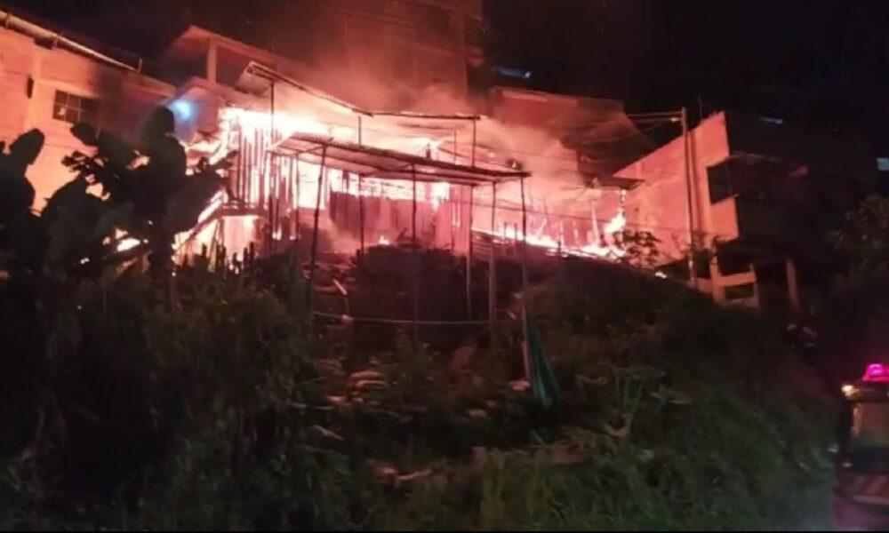 Voraz incendio acabó con varias viviendas del asentamiento humano Asomiflor